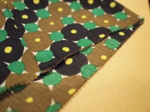 裾の纏り縫いも細かなポイント