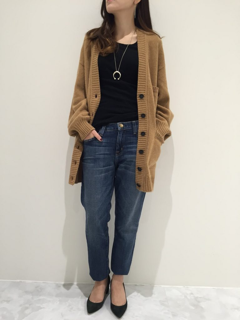 カーディガン¥41.000+tax(iliann loeb) カットソー¥17.000+tax(JAMES PERSE) デニム¥29.000+tax(Current Elliott) シューズ¥34.000+tax(EXTRAORDINARY JANE) ネックレス¥24.000+tax(SYMPATHY OF SOUL)